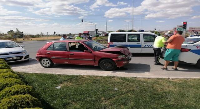 Tır İle Otomobil Çarpıştı: 4 Yaralı