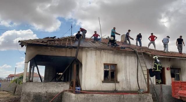 Yanan Evde İtfaiye ve Vatandaşın Yangın Seferberliği