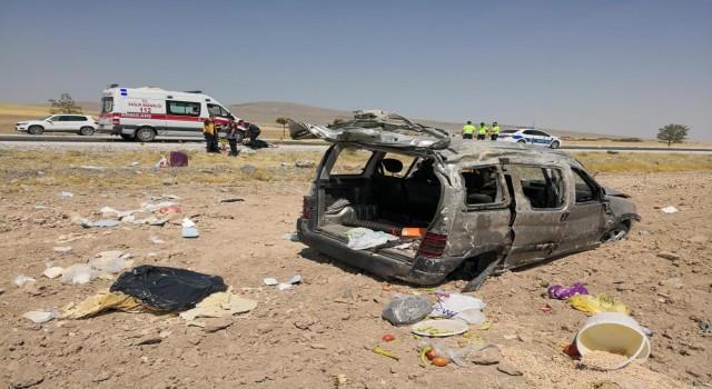 Hafif Ticari Araç Atarak Tarlaya Yuvarlandı: 1 Ölü 2'si Çocuk 4 Yaralı