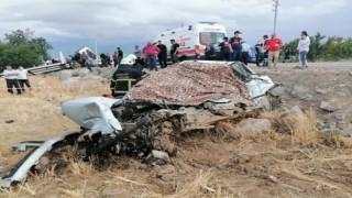 Otomobil İle Oto Kurtarıcı Çarpıştı: 2 Ölü, 1 Yaralı