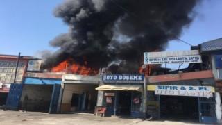 Sanayi Sitesinde Çıkan Yangında 14 Kişi Dumandan Etkilendi